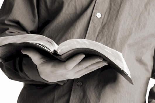 Seja um pregador da Palavra e não um imitador de pregadores