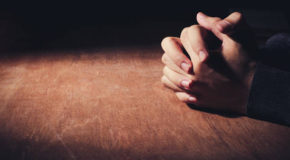 Ta orando por quê?
